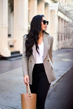 A Classic Houndstooth Blazer - With Love From Kat Blazer Outfits Fall, Fall Blazer, Winter Outfits, Stylish Summer Outfits, Cool Outfits, Fashion Outfits, Fashion Styles, Fashion Boots, Fall Travel Outfit