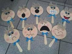 "Emociones ""Toto sa bude krásne hodiť do týždňa o zmene"", ""cheeks with emotion for children Mais"", ""* The lollipops emotions"", "" How do you feel to Teaching Emotions, Emotions Activities, Circle Time Activities, English Activities, Feelings And Emotions, Preschool Activities, Art For Kids, Crafts For Kids, Kids Education"