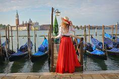 fashion photoshoot in Venice фотосессия на фоне гондол в венеции