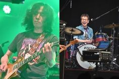 初期PUFFYを支えたギタリスト柳沢二三男(左)とドラマー古田たかし(右)