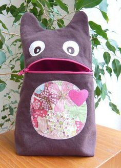 Little monster bag pattern Fabric Crafts, Sewing Crafts, Sewing Kits, Sewing Hacks, Couture Sewing, Sewing Projects For Beginners, Sewing For Kids, Machine Embroidery, Embroidery Ideas