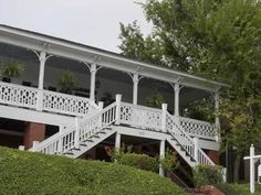 Montgomery (AL) Red Bluff Cottage Bed & Breakfast United States, North America Located in Montgomery City Center, Red Bluff Cottage Bed & Breakfast is a perfect starting point from which to explore Montgomery (AL). The hotel offers guests a range of services and amenities designed to provide comfort and convenience. All the necessary facilities, including free Wi-Fi in all rooms, 24-hour front desk, luggage storage, airport transfer, newspapers, are at hand. Guestrooms are des...