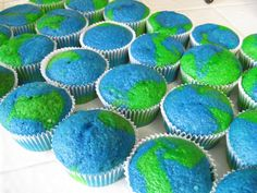 Sugar and Dots: Happy Earth Day, cupcake. cute for April, which we like to consider Earth Month! World Thinking Day ! Holiday Treats, Holiday Fun, Yummy Treats, Sweet Treats, Earth Day Activities, Church Activities, White Cake Mixes, Happy Earth, Thinking Day