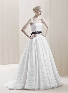 A-line Strapless Ruched Bodice Multi-layered Skirt Chiffon Wedding Dress-wa0087, $269.95