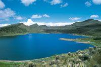 Laguna de Chisacá, formada en un antiguo circo de origen glaciar en el páramo de Sumapaz donde nace el río Tunjuelo.