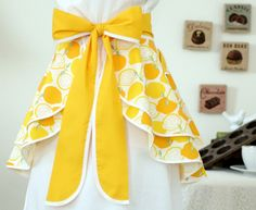 Retro DOUBLE PERFECT CIRCLE Hostess Apron in Juicy Lemon Print