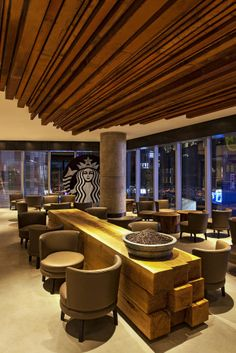 The new Taikoo Li flagship store is the eighth Starbucks Reserve store in China, and the first in Chengdu. The third floor loft features community tables and an exposed terra cotta ceiling. The warm wood tone interior has materials like those used in. Pub Design, Coffee Shop Design, Retail Design, Restaurant Design, Store Design, Cafe Bar, Cafe Shop, Starbucks Shop, Starbucks Reserve
