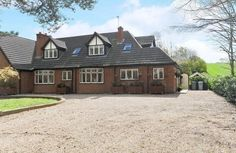 This spacious 4 bedroom semi-detached property is baby and toddler friendly and a great holiday base for a family or group of friends.  Lambley Lodge, Lowdham
