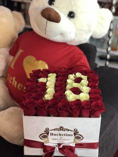 Cifra 18 din trandafiri rosii si albi. Un cadou pe care sigur il va tine minte. Roses Luxury, Luxury Flowers, Black And White Roses, Pink And Gold, Orange Roses, Purple Roses, Stock Wedding Bouquet, Happy Birthday 18th, Stock Flower
