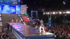 """El bailarín y coreógrafo, Marcelo Iripino se presentó en el Mar del Plata Moda Show y cantó el tema """"Mas"""", de Ricky Martín. Con un brillante traje, el cantante sorprendió a todo el público."""