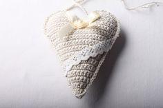 Návod na háčkované vintage srdíčko 63 Christmas Ornaments, Crochet, Earrings, Handmade, Jar, Jewelry, Vintage, Fashion, Granny Squares