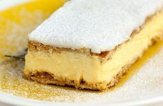 This Vanilla Custard Slice recipe is super easy to make, and uses home-made custard, and sheets of pastry. When you have a craving, you gotta indulge! Yummy Treats, Delicious Desserts, Sweet Treats, Yummy Food, Custard Slice, Vanilla Custard, Sweet Recipes, Cake Recipes, Dessert Recipes
