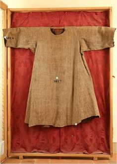 Tunic of St. Francis of Assisi preserved in the church of St.Francis in Cortona, Italy According to scientists could belong to St.Francis of Assisi. Medieval Costume, Medieval Dress, Medieval Clothing, Francis Of Assisi, St Francis, Historical Costume, Historical Clothing, Textiles, Fashion History