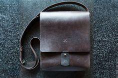 Men's bag made of genuine leather handmade. Arts and crafts fair. Source by Dobro_V Handbags For Men, Leather Handbags, Leather Bags Handmade, Leather Craft, Leather Key, Leather Wallet, Leather Bag Tutorial, Small Messenger Bag, Mens Travel Bag