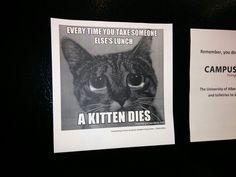 Mensagem na porta da geladeira dos labóratorios
