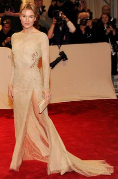 Renee Zellweger in Carolina Herrera, whose gowns I'm crazy for. This is the front of the backless gown, above.