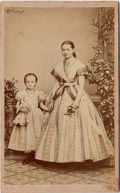 Older girl still doesn't cover her hair and skirt hasn't reached the floor yet, but her dress pattern is similar to that worn by adults. Younger girl has no crinoline under her skirt and widely set small polkadots Antique Photos, Vintage Pictures, Vintage Photographs, Old Pictures, Vintage Images, Old Photos, Historical Costume, Historical Clothing, Historical Photos