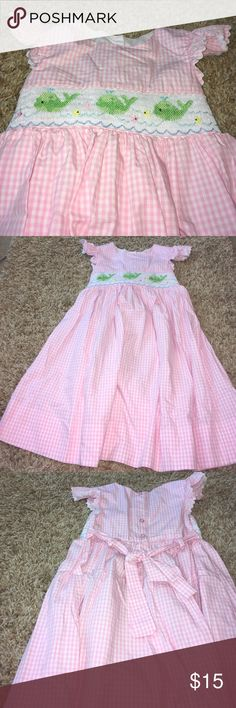 Adorable little girls dress! Size 6. Only worn once or twice. Dresses Casual