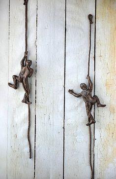 Metal Wall Art Miniature Sculpture Climbing Man On The Rope Rustic Home Decor Hanging Rock