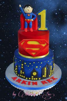 This Superman Cake show Superman watching over the cityscape of Metropolis. Fondant Cakes, Cupcake Cakes, Superman Cakes, Superman Logo, Cake Designs For Boy, Superman Birthday Party, Thomas Cakes, Birtday Cake, Superhero Cake