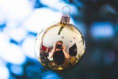 6 Unique Christmas Tree Photo Ideas - The Photo Argus Unique Christmas Trees, Christmas Bulbs, Self Portrait Photography, Vsco Photography, Creative Self Portraits, Christmas Photography, Photo Tree, Photoshoot, Selfie