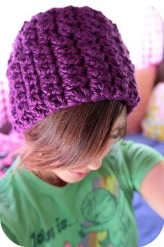 a hat you can make in (almost) minutes! this yarn requires super bulky weight yarn and an L hook (or an N hook if you want it a little bigger!) i used lion brand hometown USA and the hat took jus…