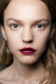 The Best Ways to Wear Bold Lipstick This Summer - perfect dark berry lip stain with natural eye makeup