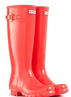 Hunter rain boots in coral! I'd reather have lime green but if I cant I'll take coral!