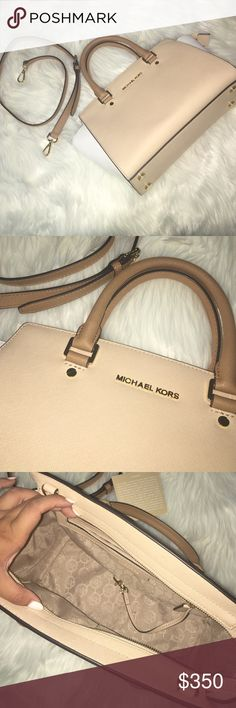 MICHAEL KORS TRI TONE SELMA! In amazing condition, I wore it out only once! Its beautiful but I just never wear it out and now its been sitting on my shelf for months. It needs to be flaunted around 😍 I consider all offers and questions are welcome! Michael Kors Bags Satchels