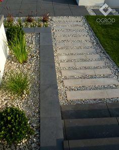 Zdjęcie nr 14 w galerii Ogród nowoczesny ze ścianą wodną – Deccoria.pl Sidewalk, Side Walkway, Walkway, Walkways, Pavement