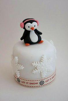 The Extraordinary Art of Cake: Buttercream Bakery Mini Christmas Cakes Mini Christmas Cakes, Christmas Themed Cake, Christmas Cake Designs, Christmas Cake Decorations, Christmas Treats, Mini Tortillas, Mini Cakes, Cupcake Cakes, Cake Pops