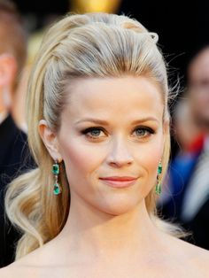 Holiday Hairstyles - Celebrity Hairstyles for a Festive Night Out - Elle Best Wedding Hairstyles, Holiday Hairstyles, Celebrity Hairstyles, Ponytail Hairstyles, Pretty Hairstyles, Updo Hairstyle, Romantic Hairstyles, Hairstyles Haircuts, Quince Hairstyles