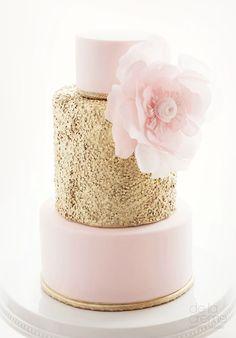 Wedding Cakes with Charmingly Sweet Details - Featured Cake: De La Creme Creative Studio - MODwedding Mon Cheri, Beautiful Cakes, Amazing Cakes, Simply Beautiful, Creative Studio, Kreative Desserts, Contemporary Wedding Cakes, Naked Cakes, Cakes Today
