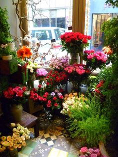 Beautiful mini florist in the coffee shop I stopped by in Street in Hong Kong