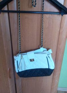 Kup mój przedmiot na #vintedpl http://www.vinted.pl/damskie-torby/torby-na-ramie/10505323-mala-czarno-biala-torebka