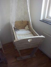 Houten wieg   steigerhout   homemade hemeltje   VanStoerHout