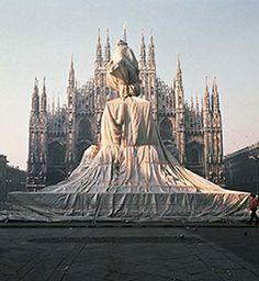 Il monumento a Vittorio Emanuele II impacchettato da Christo e Jeanne-Claude