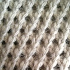 """The Right Twist stitch is a twist stitch pattern that produces a """"waffle"""" design which leans towards the right. This stitch pattern can be done by using a cable needle as well as without."""