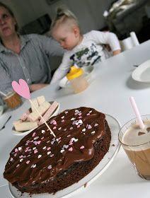 Maailman paras tomaatti-vuohenjuustokeitto, Broiskusalaatti,Lasten lempparileipä,Pikkuisen parempi Mokka-kakku,Oatly-jääkaffe