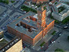 Czerwony Ratusz. Berlin Berlin, Mansions, House Styles, City, Town Hall, City Office, Villas, Cities, Palaces