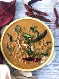 Give this absolutely healthy and delicious Keerai Karamani Kuzhambu made with lobia or black eyed beans and palak cooked in a spicy, tangy coconut gravy. Make it for a nice weekday lunch or dinner. Masala Recipe, Easy Indian Recipes, Organic Recipes, Ethnic Recipes, Konkani Recipes, Rich Recipe, Curry Recipes, Pressure Cooking