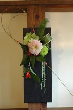 flower arrangement for New Year Ikebana Flower Arrangement, Ikebana Arrangements, Floral Arrangements, New Years Decorations, Flower Decorations, Contemporary Flower Arrangements, Church Flowers, Japanese Flowers, Arte Floral