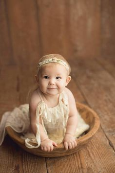 Vintage Baby Photography, Toddler Photography, Newborn Studio, 6 Month Old Baby, Newborn Poses, 6 Month Olds, Photography Backdrops, Baby Photos, Photo Sessions