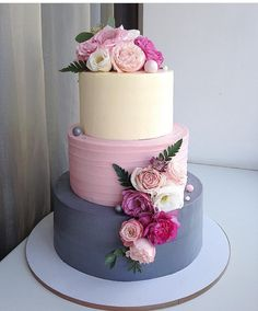 Soft color 3 tiered cake