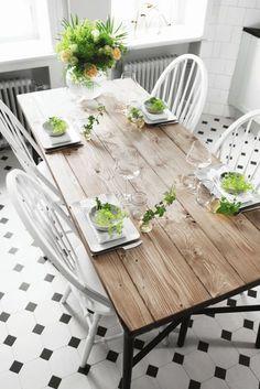 Ni vet de där matborden i rustikt, gediget trä och sådär lite lagom slitna. Diy Dining Room Table, Luxury Dining Room, Dining Room Design, Interior Design Living Room, Dining Tables, Farmhouse Kitchen Tables, Cocinas Kitchen, Dinner Room, Home Fix