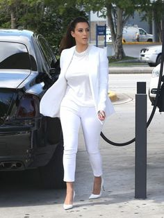 Kim Kardashian Photos Photos: Kim Kardashian Pumps Gas In Miami 2 Kim Kardashian, Kardashian Photos, White Fashion, Star Fashion, Fashion Outfits, Yoga Fashion, Fashion Fashion, Casual Outfits, Spring Work Outfits