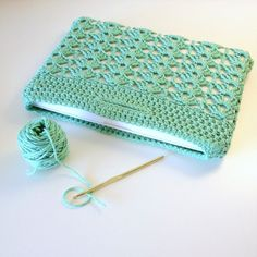 Laptop Sleeve Crochet Pattern - Fashion Laptop Sleeve - 13 in 15 in MacBook - Easy Crochet Project Más Crochet Laptop Sleeve, Crochet Laptop Case, Crochet Case, Bag Crochet, Crochet Diy, Easy Crochet Projects, Crochet Purses, Crochet Crafts, Knitting Projects