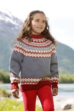 Dagens gratisoppskrift: Genser med rundfelling | Strikkeoppskrift.com Baby Knitting Patterns, Free Knitting, Crochet Pattern, Drops Design, Drops Karisma, Ravelry, Big Comfy Sweaters, Drops Alpaca, Jumper