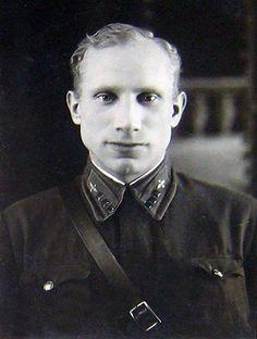 Иван Иванович Иванов - одним из первых совершивший таран 22 июня 1941 года