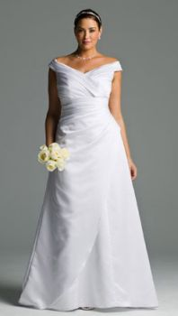 The off shoulder straps and A-line skirt create a balanced look from top to bottom in this plus size wedding dress.  Repin Now!